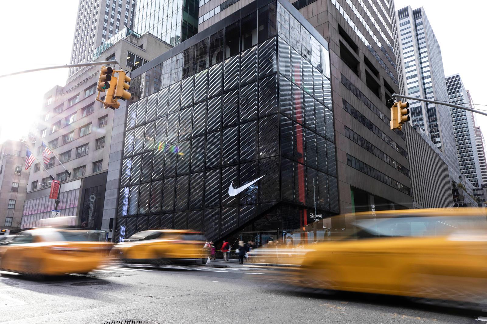 Detalle de la fachada de la flagship store de Nike en Nueva York